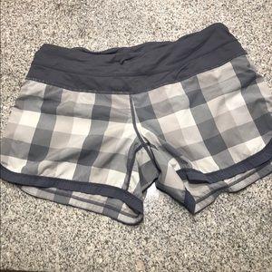 Lululemon 🍋 grey foxy plaid sidewalk speed shorts